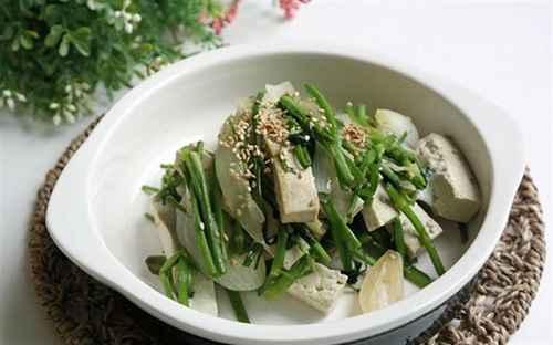 Rau cần tây xào đậu hủ, món ăn bổ dưỡng của người ăn chay