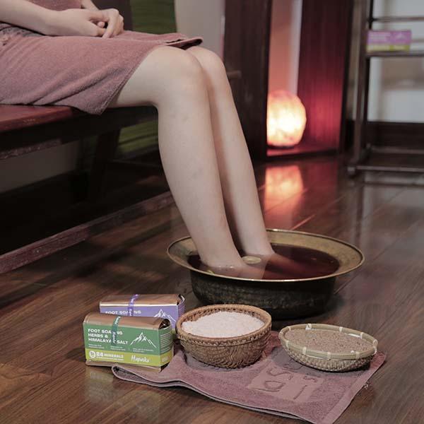 Ngâm chân với thảo dược