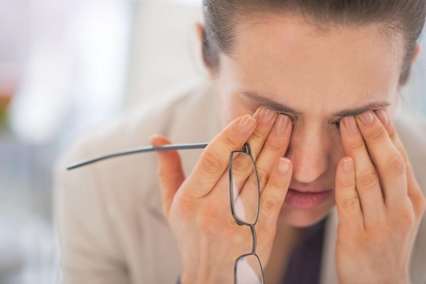 Nhìn lâu gây mỏi mắt, suy giảm thị lực và ảnh hưởng tới máu huyết