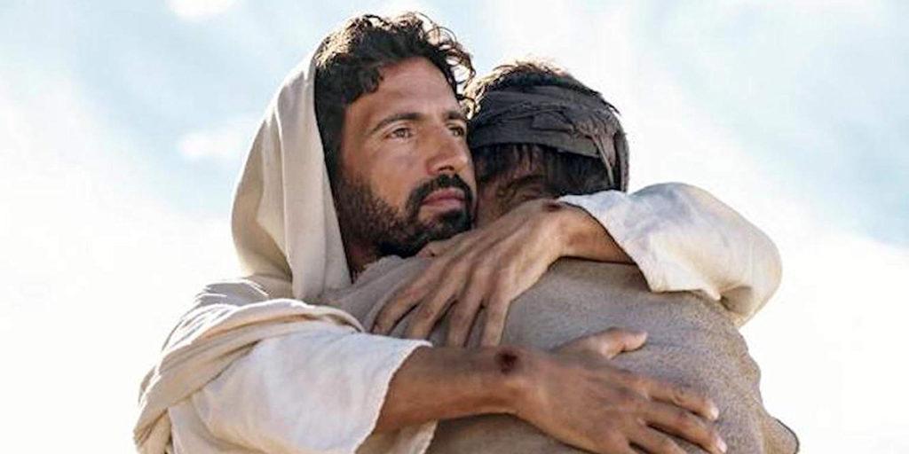 Chúa ôm con che chở tình thương