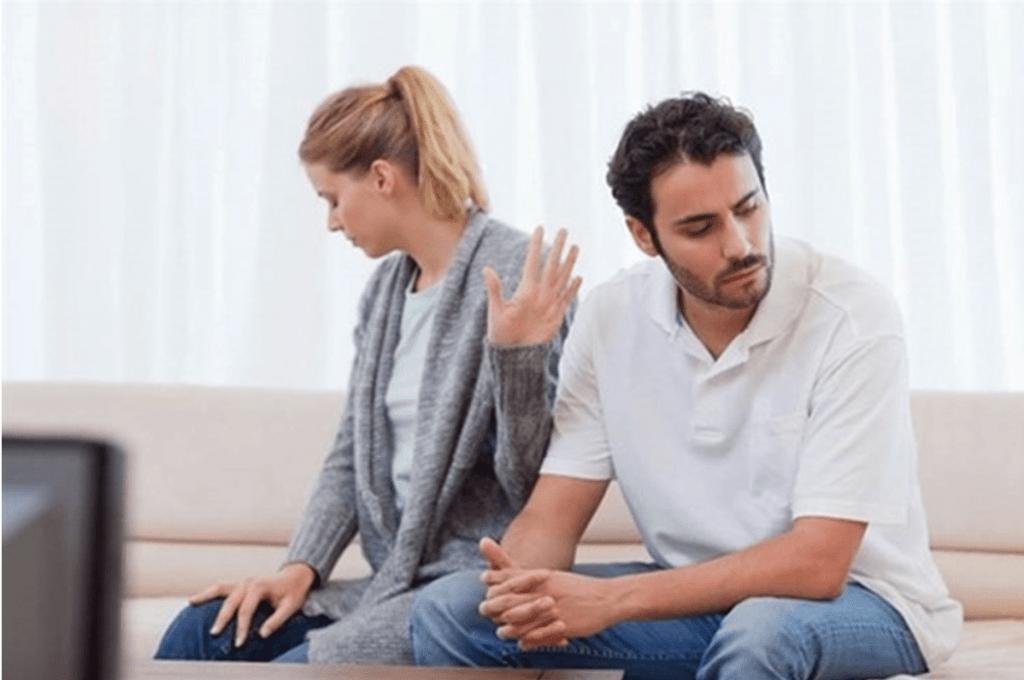 Chồng vợ giận nhau, nghi ngờ