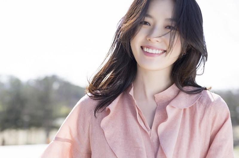 Phụ nữ cười tươi rạng rỡ
